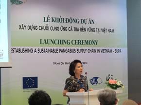 Bà Nguyễn Thị Hồng Minh đóng góp ý kiến