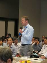 Các đại biểu đang chia sẻ thông tin và đóng góp ý kiến cho Hội thảo
